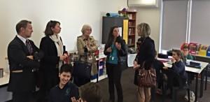 Dans une classe, entourée de Mmes Boisbouvier-Wylie et d'Isabelle Le Bouder et de JP Grange